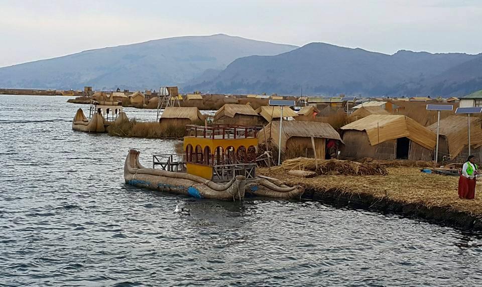 Peru'nun Şirin Kenti Puno'daki Sazlıklardan Yapılma Yapay Uros Adaları