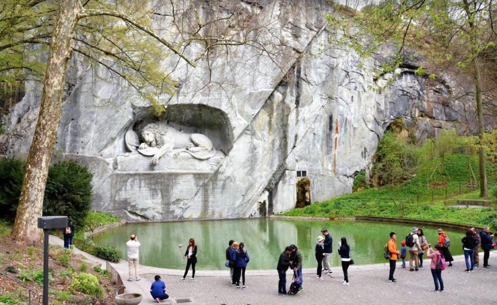 Löwendenkmal (Aslan Anıtı)