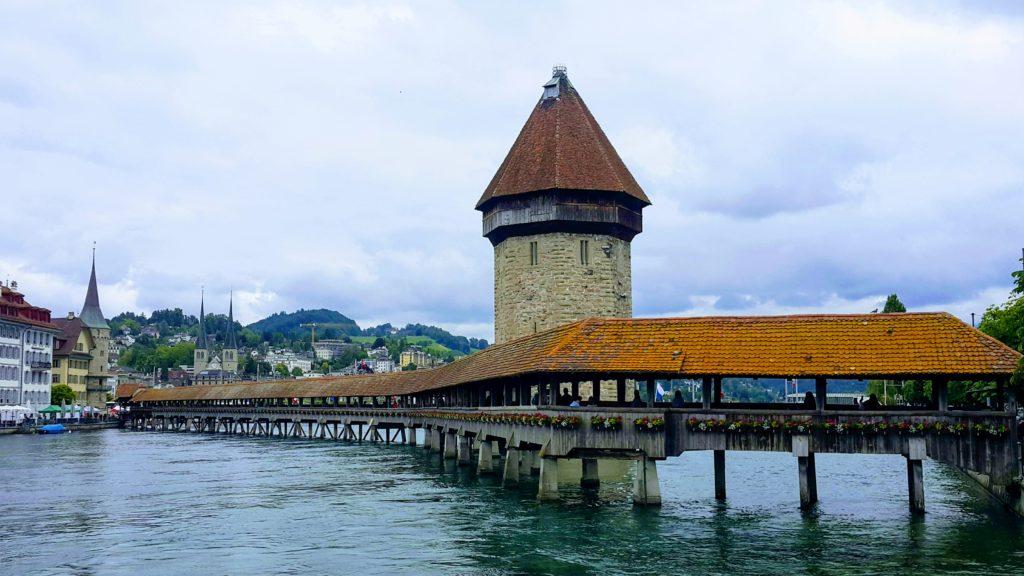 Luzern'de Gezilecek Yerler, Kapellbrücke (Şapel Köprüsü)