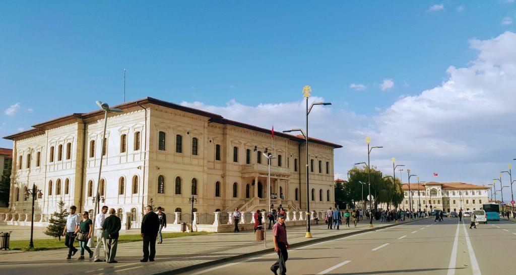 4 Eylül Millî Mücadele Müzesi, Geri Planda Sivas Valiliği