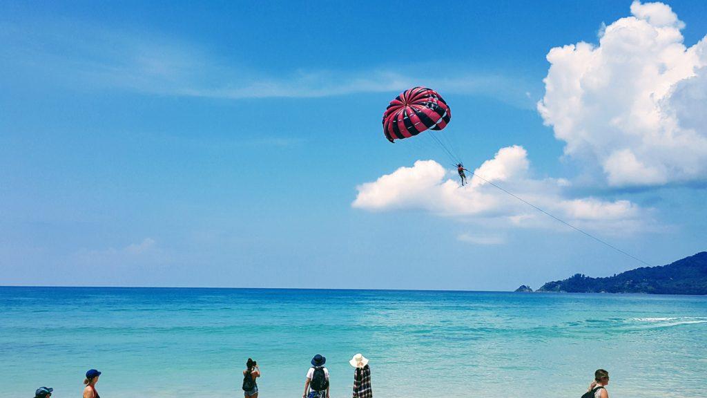 Phuket'in Ünlü Patong Plajı