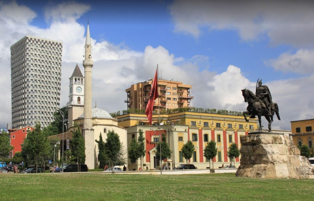 Tiran Şehir Meydanı ve Ethem Bey Cami