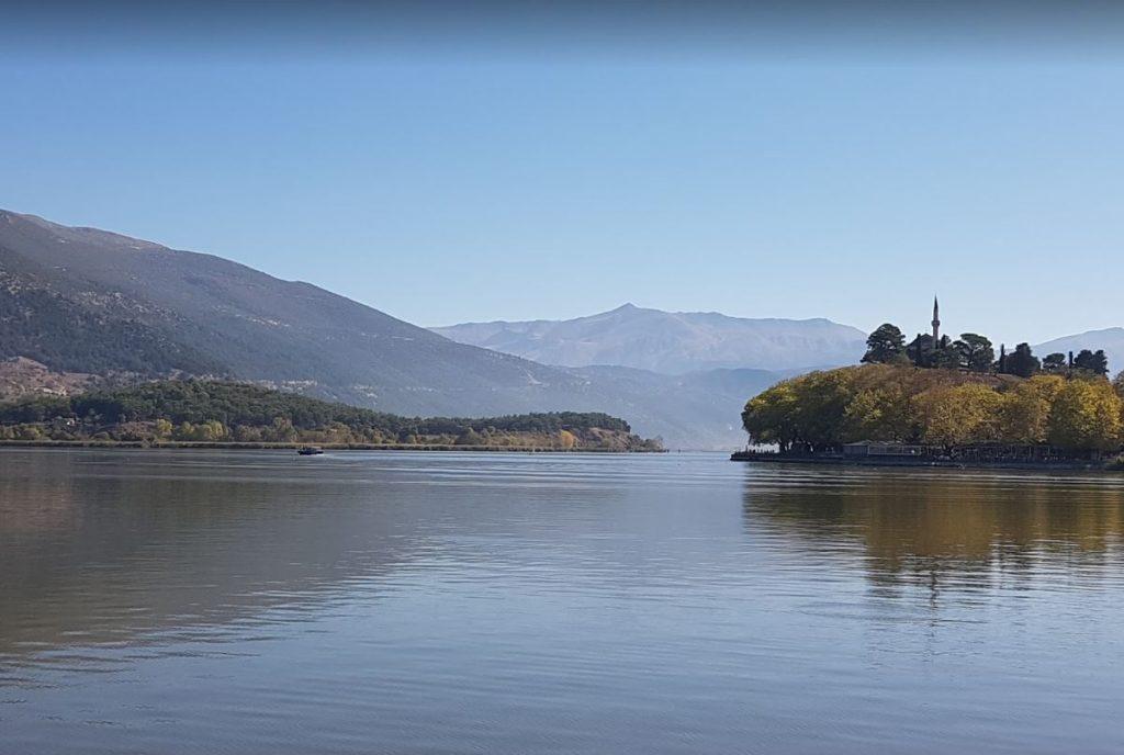 Yanya Panvotis Gölü ve Aslan Paşa Cami