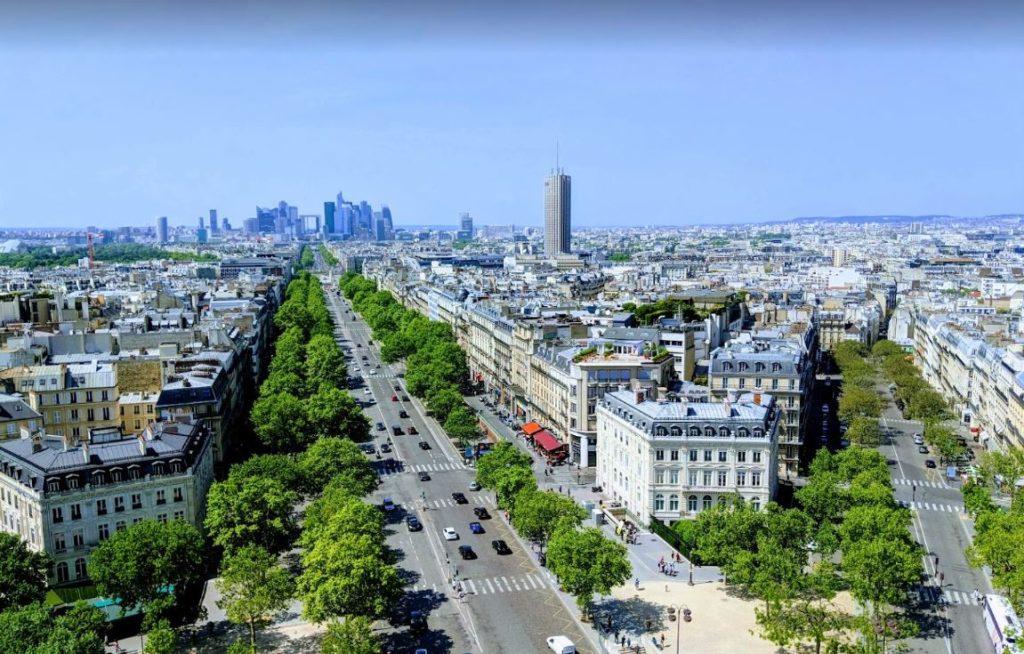 Champs Elysees'edeki Zafer Takı'ndan Defense Bölgesinin Görünüşü